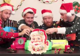 Chants de Noël avec bouteilles de bière
